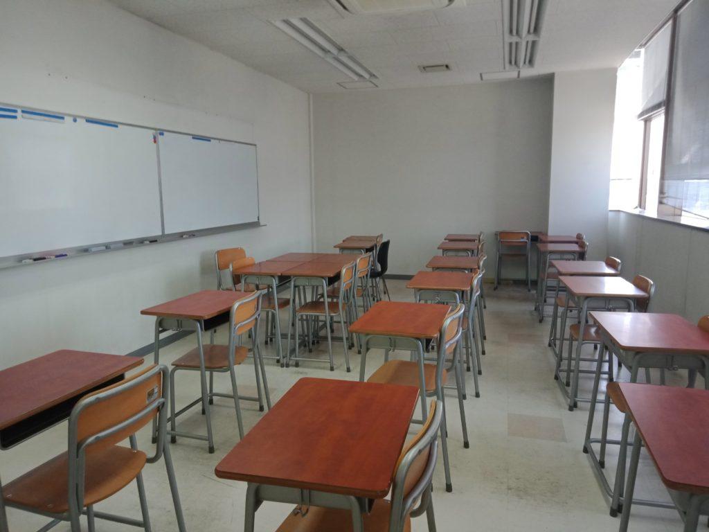 關西外語專門學校教室